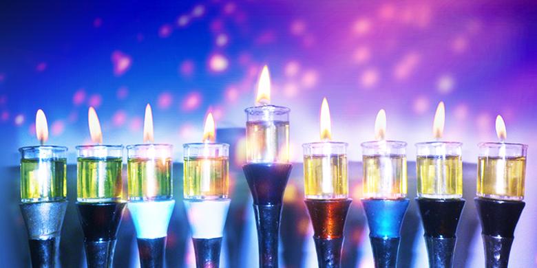 אור הנרות הם רמז לאור המצוות בבית שלנו