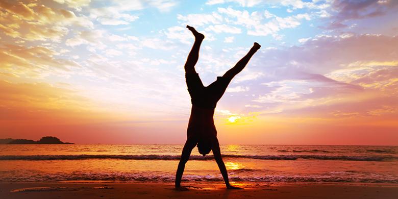 לשמוח ולרקוד להודות ולהלל את בורא עולם