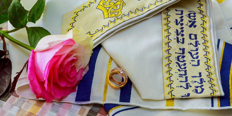 חתונה יהודית טלית טבעת ורד
