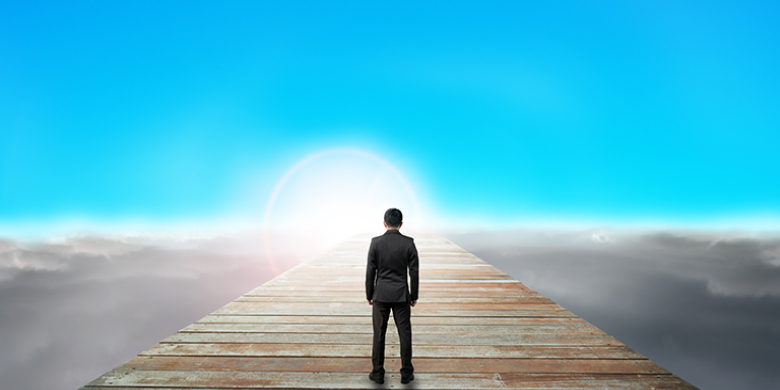 הצדיק פועל כגשר בין הרוחני לגשמי ולכן מסוגל להביא כוח חיות רוחני לעולם הגשמי