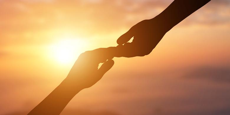 לחיבור של האדם לצדיק שכזה יש את ההשפעה החזקה ביותר על תכליתו הנצחית
