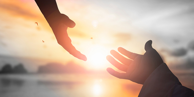 """בנעימות אבהית רבי נחמן מושיט לך יד ומבטיח ש""""תמיד יש תקווה ובכל יום יש לך את הכוח להתחיל מחדש!"""""""